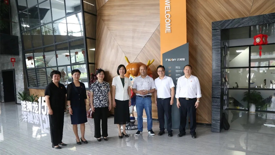 市委常委、组织部长龚和艳、县委书记陈玲芳一行莅临法狮龙调研