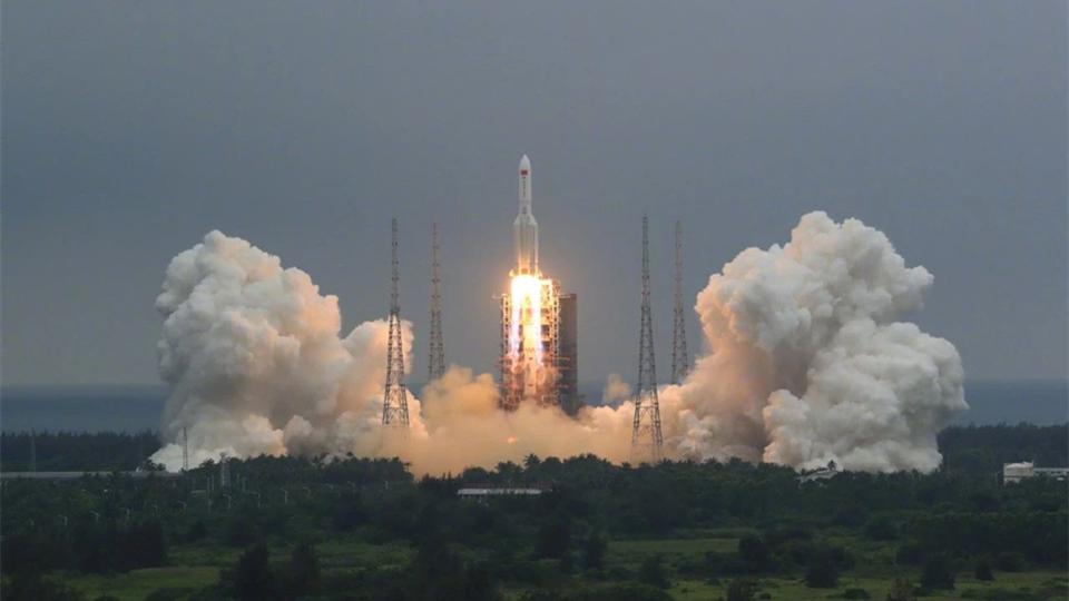 """震撼!中国空间站""""天和""""核心舱发射升空,现场照片来了!"""