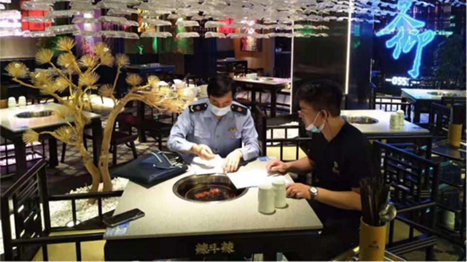 火锅汤菜中发现苍蝇,明星火锅店又双叒叕出事了!